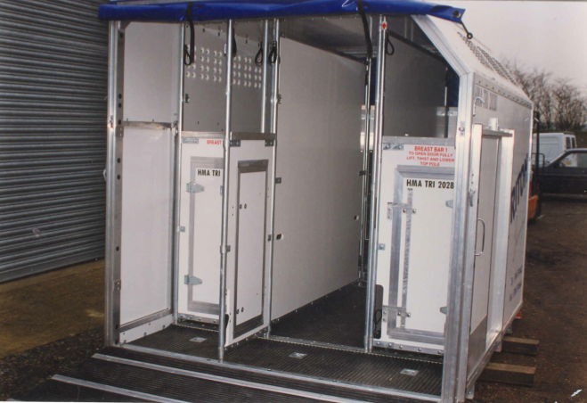 airplane horse box stall